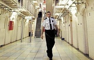 İngiltere'de salgın nedeniyle bazı tutuklu ve...