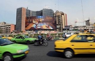 İran'da salgına rağmen halk sokağa çıktı