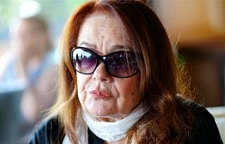 Müslüm Gürses'in eşi Muhterem Nur, gözlerini...