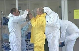 Putin corona virüs hastalarını ziyaret etti