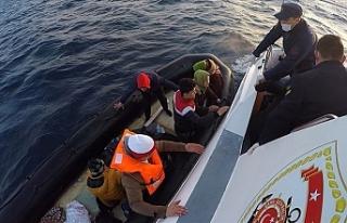 Yunan kara sularında geri itilen düzensiz göçmenleri...