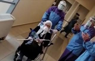 75 yaşındaki kadın koronavirüsü yenerek alkışlarla...
