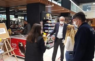 Başkan Güngördü, zabıta ekipleri ile marketleri...