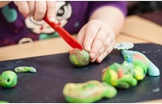 Çocukların yaratıcılığını destekleyen oyun-sanat...