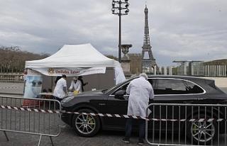 Fransa, günlük 30 bin Covid-19 testi için arabadan...