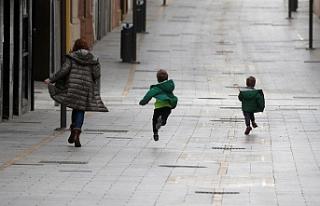 İspanya'da çocuklara 40 gün sonra sokağa çıkma...