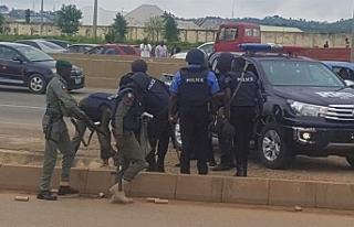 Nijerya'da sokağa çıkma yasağına uymayanlar...