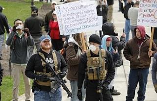 Silahlı protesto: Karantinayı kaldırın