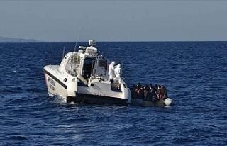 Yunan sahil güvenliğinin Türk kara sularına ittiği...