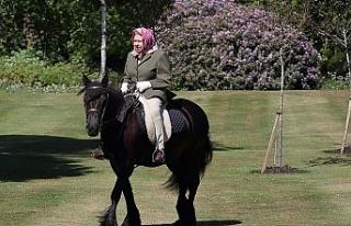 94 yaşındaki Kraliçe 70 gün sonra at üstünde...