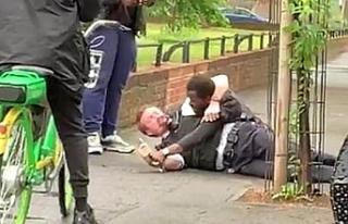 İngiltere'de polis şiddeti tam tersine döndü!...