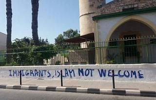 Tatar, Limasol'daki camiinin yakılmak istenmesini...