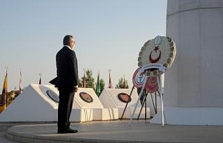 Denktaş'ın anıt mezarında tören