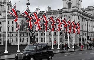 İngiltere Türkiye dahil 56 ülkeden gelenleri karantinadan...