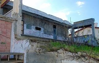 Kıbrıs Türk Devlet Tiyatroları'nın yanan sahnesi,...