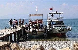 Van Gölü'nde teknenin batması sonucu kaybolan...