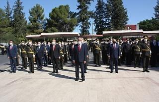 Atatürk anıtında tören