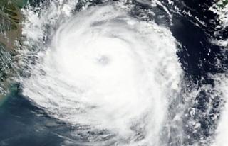 """Japonya'da tayfun alarmı! """"Tahliyeye hazır..."""