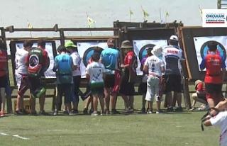 Okçular açık alanda yarıştı
