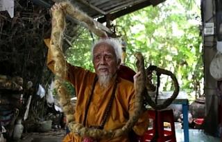 Vietnamlı adamın 80 yıldır yıkamadığı saçları...