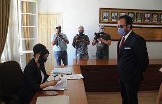 Cumhurbaşkanı adayı Alpan Uz, başvurusunu yaptı