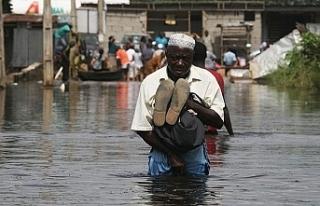 Nijerya'da sel 50 bin kişiyi yerinden etti