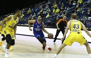 Anadolu Efes THY Avrupa Ligi'nde ilk galibiyetini...