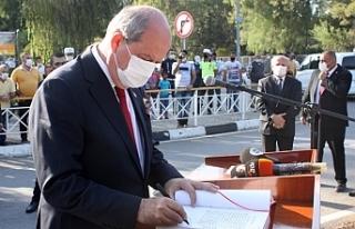 Cumhurbaşkanı Ersin Tatar, Atatürk Anıtı'na...