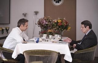 Rum Lider, Yunanistan Başbakanı ile yemekte bir...