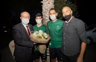 Tatar, Küçük Kaymaklı Spor Kulübünü ziyaret...