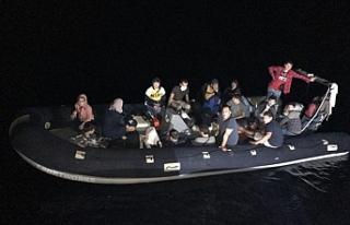 Yenierenköy açıklarında 23 düzensiz göçmen...