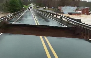 ABD'deki canlı yayında köprü çöktü: Muhabir...