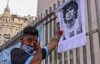 Arjantin Maradona'ya veda ediyor