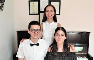 Betmezoğlu kardeşler ABRSM yüksek skorlular konserine...