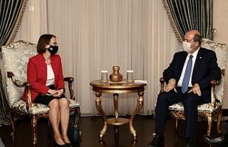 Tatar, ABD'nin Lefkoşa Büyükelçisi Judith Gail...