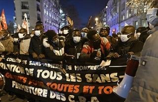 Fransa'da göçmenler oturum izni talebiyle sokaklara...