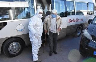 Girne Belediyesi'nden yaşlılara yardım