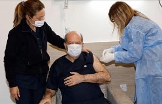 İlk aşı Tatar'a yapıldı