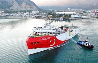 Oruç Reis gemisi ikmal için Antalya açıklarına...