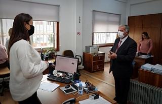 Sennaroğlu'nun ilk gün mesaisi Meclis çalışanları...