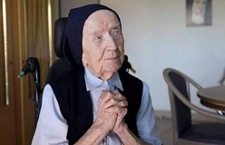 """""""Avrupa'nın en yaşlı insanı"""" Rahibe..."""