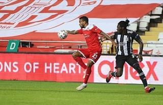 Beşiktaş Antalya'da 1 puanla yetindi