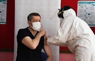 Türkiye'de öğretmenlere Kovid-19 aşısı...