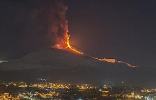 Etna Yanardağı lav ve kül püskürtüyor