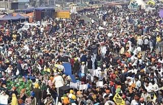 Hindistan'da binlerce kadın, protestocu çiftçilerin...