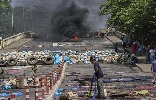 Myanmar'da son 24 saatte düzenlenen protestolarda...