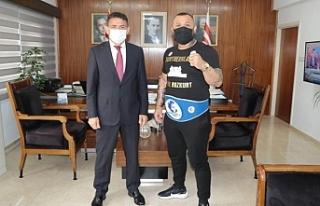 Oğzu, milli boksör Metin Turunç'u kabul etti
