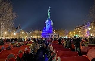 Paris'in ortasında düzensiz göçmenler hükümete...