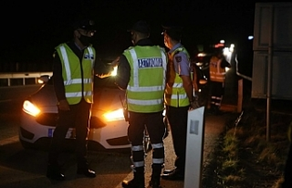 Rum Polisi, tedbirlere uymayanlara göz açtırmıyor