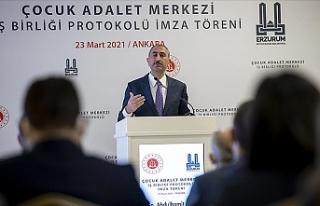 """Türkiye Adalet Bakanı: """"Bir tek kadının şiddetle..."""
